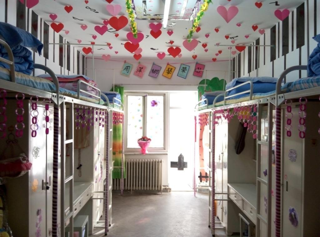 瓶盖吊饰及环境布置幼儿园图片
